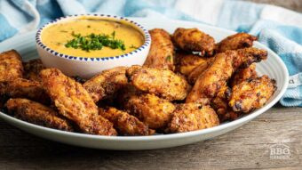 Chicken wings with spicy mustard sauce