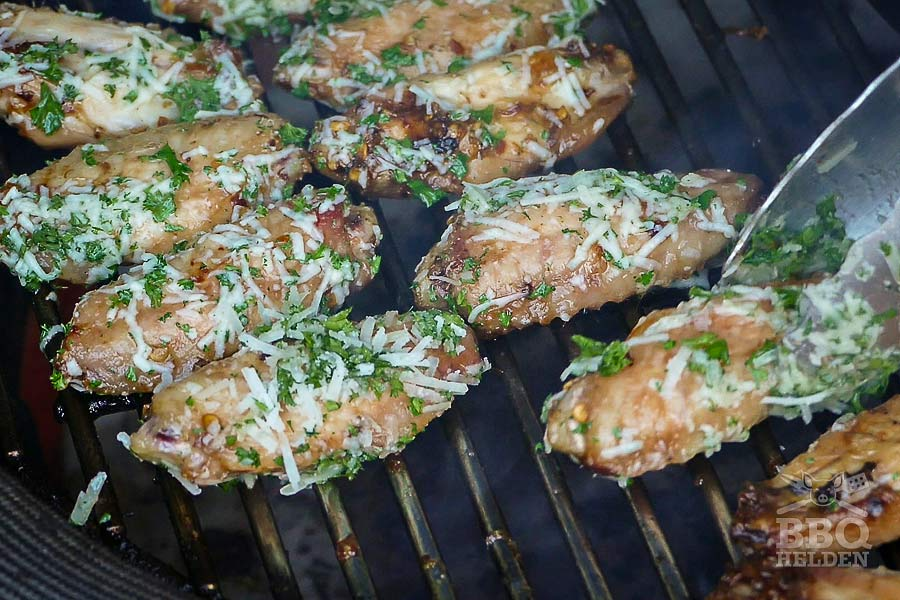 garlic chickenwings on the barbecue