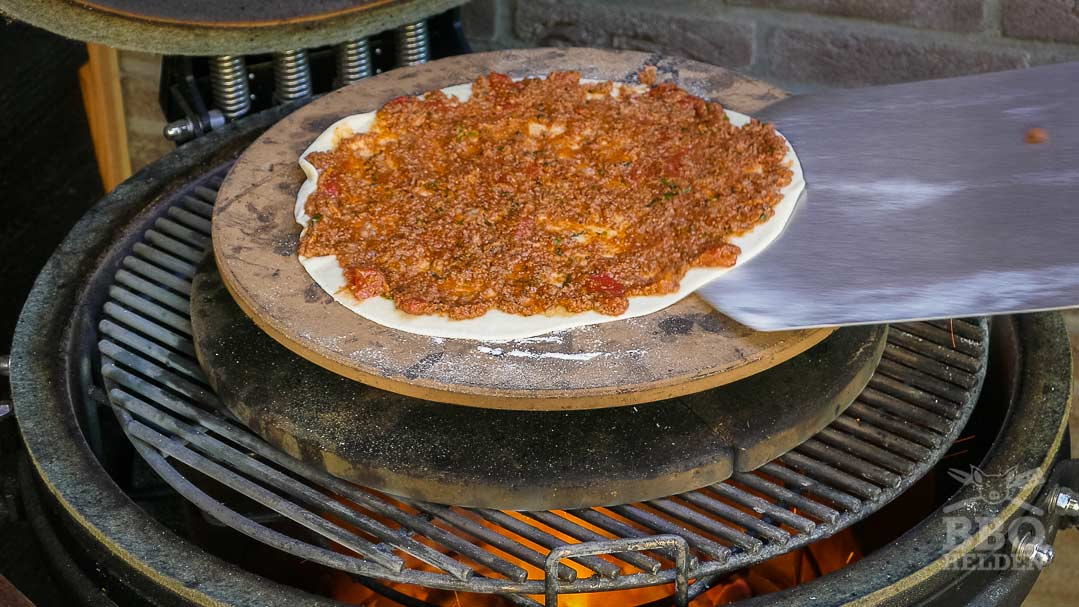lahmacun on the pizzastone
