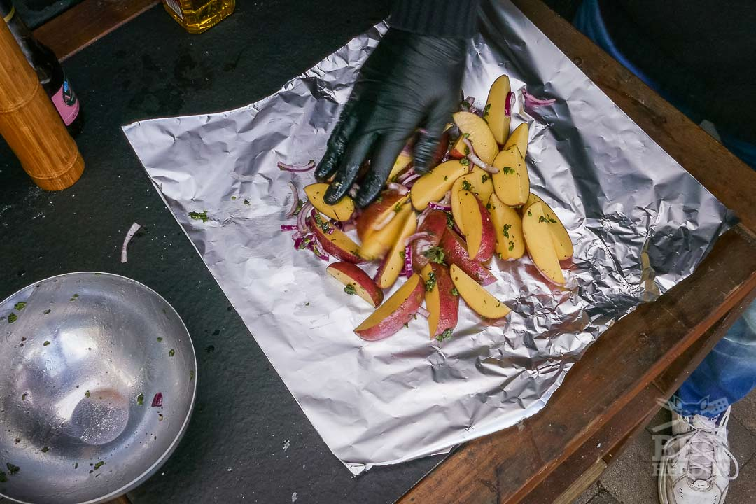 potatoe wedges placed on the foil