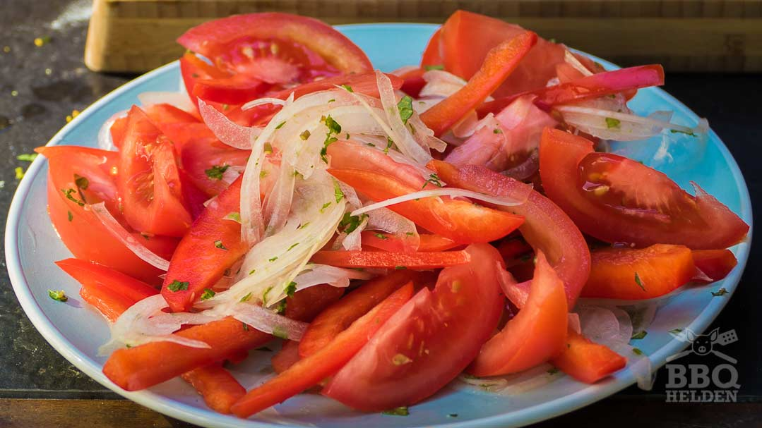 simple tomato salad for on the lahmacun